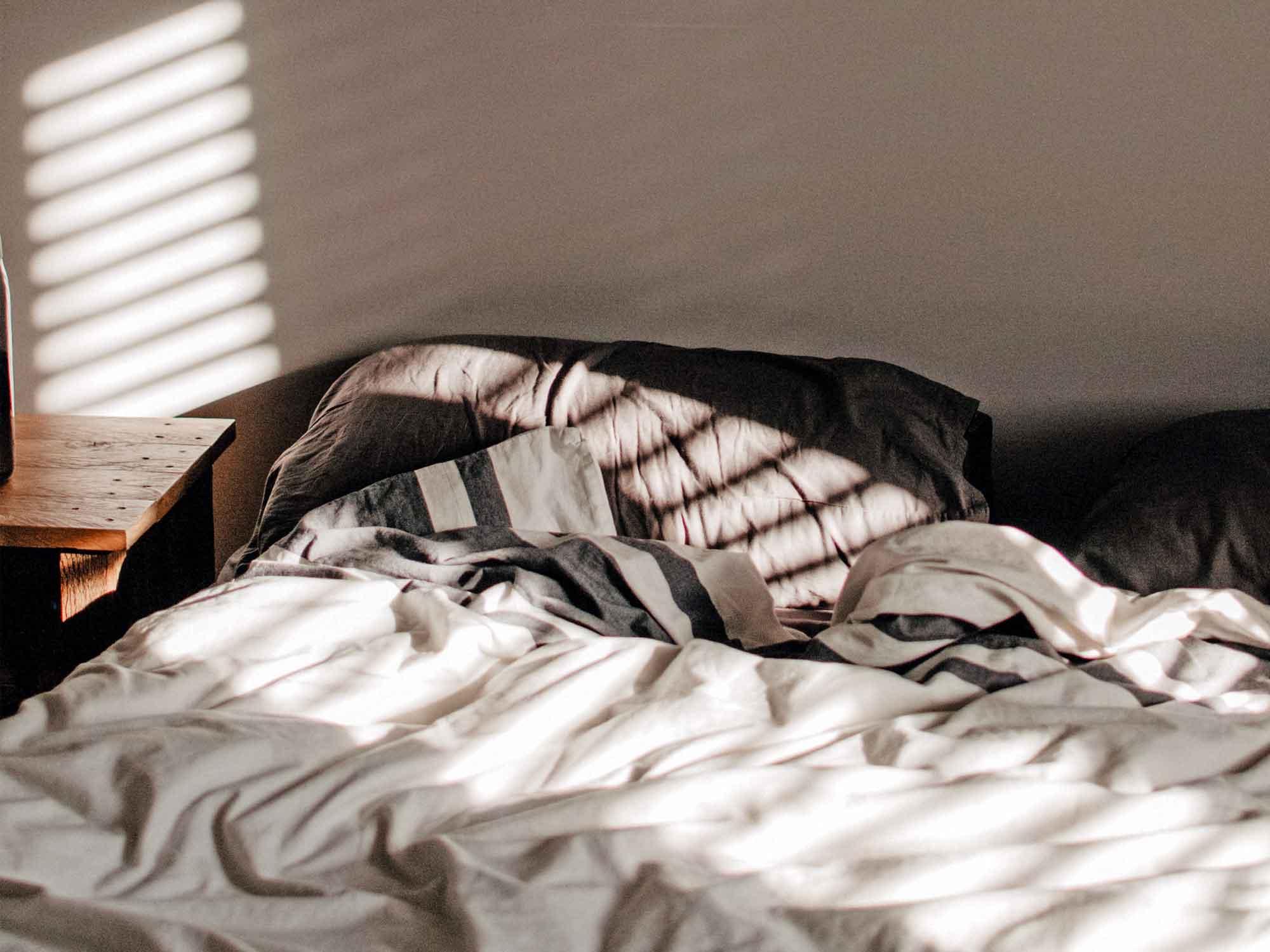 Er schläft nach einem Streit ein? 3 Dinge, die du tun kannst